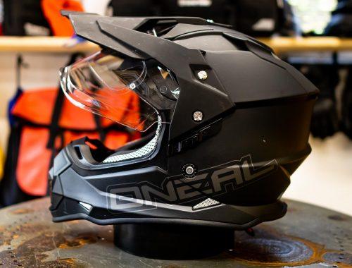 side view if the ONeal Sierra 2 Helmet